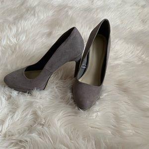 Forever 21 women shoe heels grey